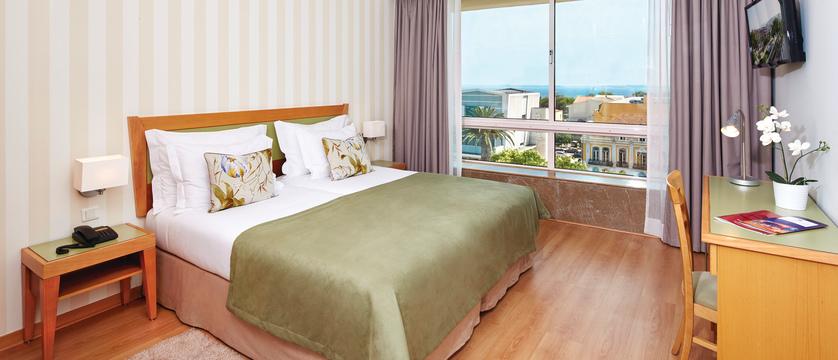 Setubal_Hotel-Luna-Esperanca-Centro_Bedroom.jpg